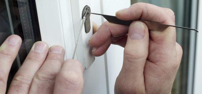 Métodos para abrir una puerta sin llave